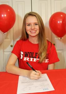 Sarah signing her National Letter of Intent